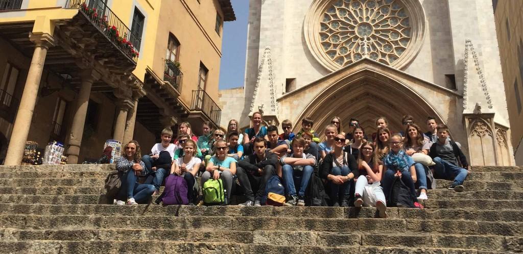 alumnos delante de la categral de Tarragona
