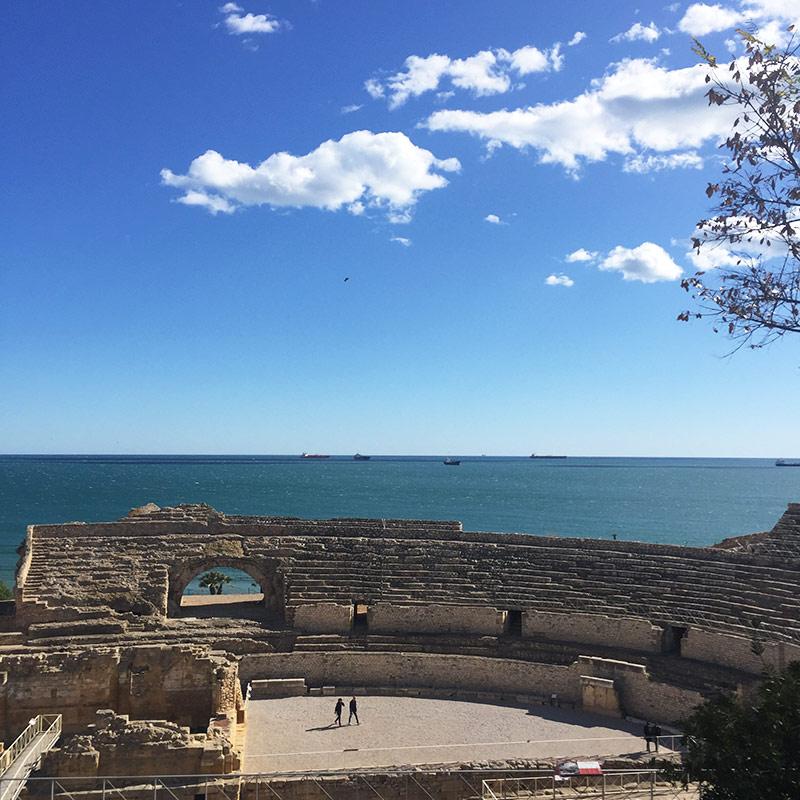 Anfiteatro romano y vistas al mar
